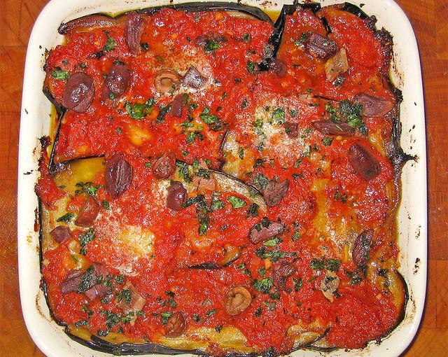 Włoskie potrawy oraz krajowe mięso sezonowane